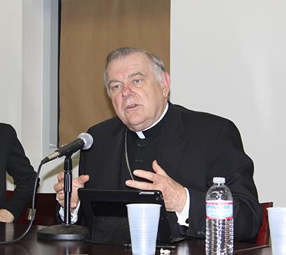 Mons. Wenski fue uno de los participantes en el panel de discusión sobre la reforma migratoria, llevado a cabo en FIU y organizado por el Instituto de Investigaciones Cubanas, el Centro para las Humanidades en un Ambiente Urbano, el Centro Latinoamericano y Caribeño, el Programa de Estudios sobre el Exilio; entre otros.