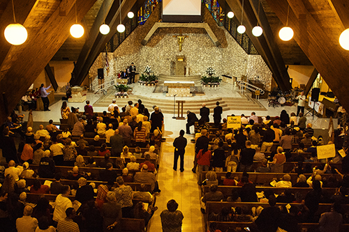 View of the assembly gathered at St. David Church in Davie.
