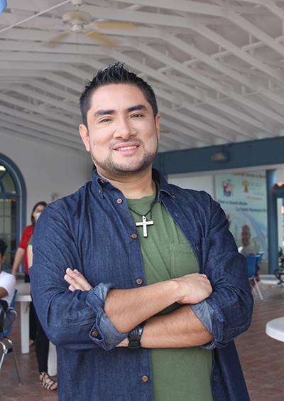 """Iván Díaz compositor y cantante de """"Nuestra Alegría"""", la canción oficial del V Encuentro."""