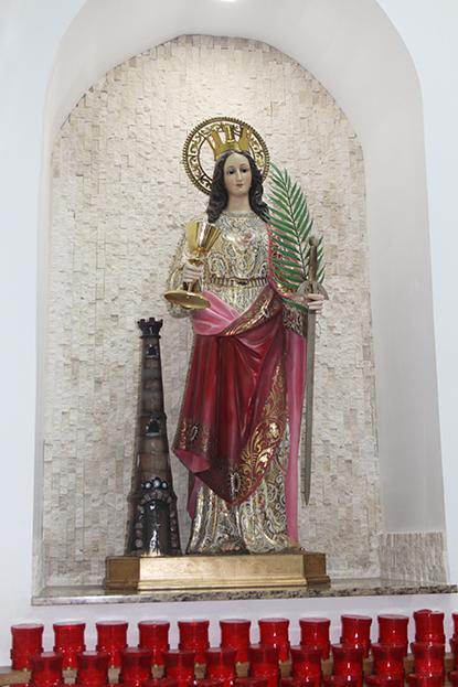 Imagen de Santa Bárbara, patrona de la parroquia, en Hialeah, que lleva su nombre.