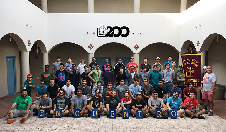 The young men of Encuentros Juveniles 200 pose for a group picture.