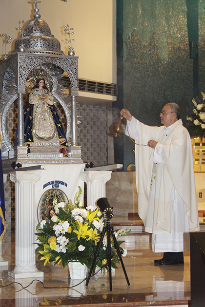 Mons. Rodrigo Urbina, párroco de la Basílica Inmaculada Concepción de El Viejo, en Chinandega, Nicaragua, celebró la Misa en la parroquia St. Rose of Lima, en Miami Shores, con la imagen de la Inmaculada Concepción de El Viejo, que trajo desde Nicaragua para peregrinar por varias parroquias de Miami.