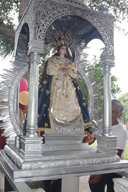 Réplica de la imagen de la Virgen Inmaculada Concepción de El Viejo, que por 15 años viene a Miami a peregrinar por varias parroquias de la ciudad.