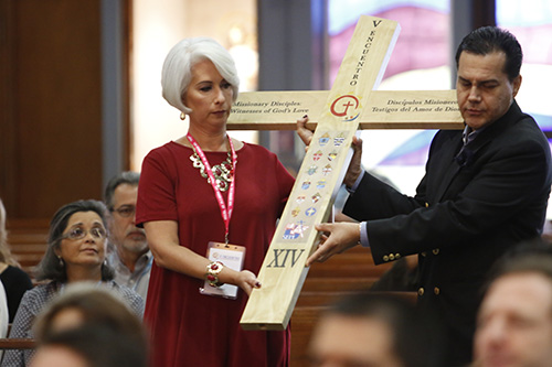 Ana Garcia and Manuel Pelaez carry the V Encuentro cross during the offertory procession at the opening Mass of the archdiocesan celebration of the V Encuentro, celebrated Oct. 7 at Immaculate Conception Church in Hialeah.