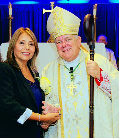 Archbishop Thomas Wenski presents one of two Esperanza Ginoris awards to Rosalvina Diaz during the 2017 Archdiocesan Catechetical Conference.