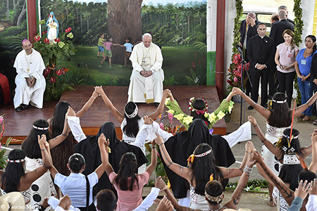 El Papa Francisco visita la casa de niños Hogar El Principito, en Puerto Maldonado, Perú, el 19 de enero de 2018.