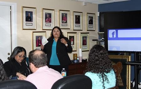 María Alejandra Rivas, coordinadora de medios y especialista en medios digitales de la Arquidiócesis de Miami, dio una charla informativa para los trabajadores del Centro Pastoral arquidiocesano, en febrero pasado, sobre