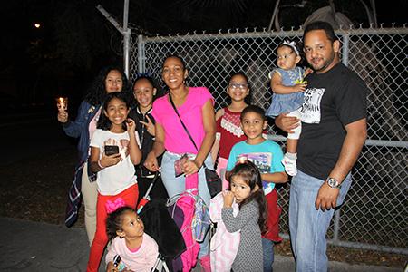 Zenaida Matías acompañó la procesión con sus hijas, sus sobrinos, tíos, primos y su mamá, como lo hace cada año, desde el 2003 cuando hizo la alfombra por primera vez y conoció a su esposo. En la foto también esta su primo, Francisco Zevallos.