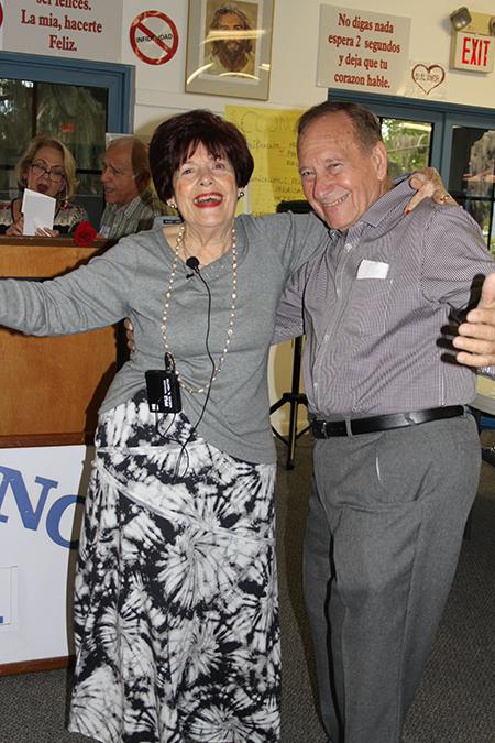"""Los esposos Oliver y Nancy Castellanos bailan durante su presentación """"Juntos para siempre"""", donde contaron sus experiencias de  matrimonio a los jóvenes novios que asistieron a Camino del Matrimonio el 5 y 6 de mayo, en el SEPI."""