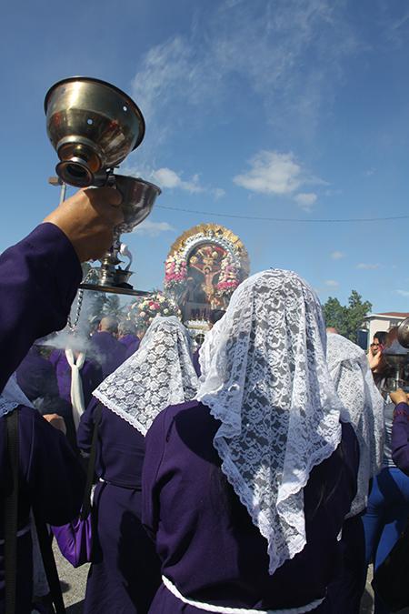 Misa y procesión del Señor de los Milagros en la parroquia Corpus Christi, en Miami. Esta devoción peruana, la más grande del muno recorre las calles por última vez durante este año en el Condado Miami Dade. Se unieron 8 Hermandades de diferentes parroquias.