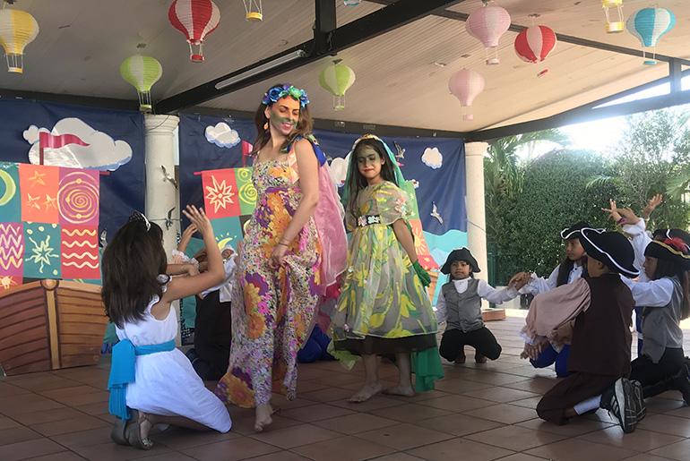 Children from Centro Mater's theater program surround Ingenio Teatro's Rocio Alvarez during a performance of