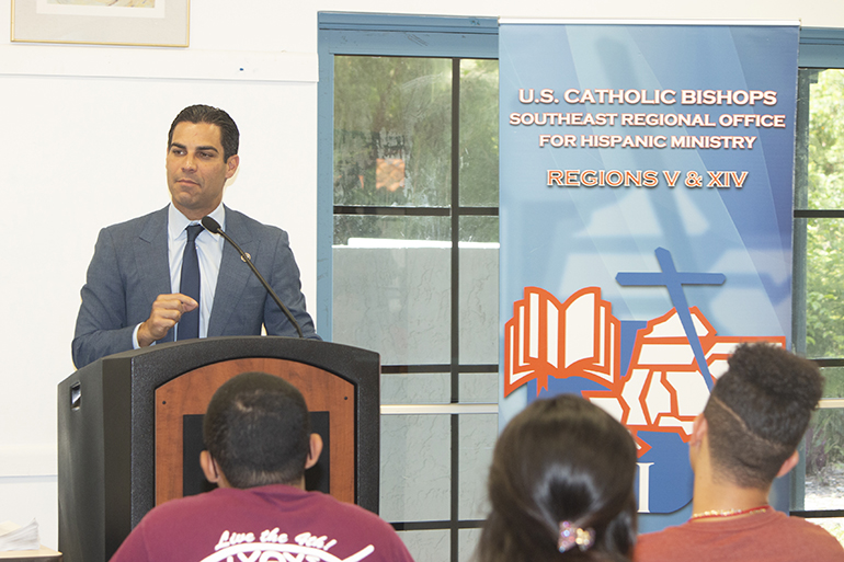 Miami Mayor Francis Suarez shares advice on living a balanced life — faith, family, personal health and professional responsibilities — with participants at the Young Latino Summer Leadership Institute, which took place July 20-26 at SEPI (Southeast Pastoral Institute).