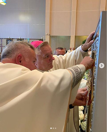 Archbishop Thomas Wenski places a crown, blessed by Pope Francis, on the icon of Our Lady of Czestochowa, Poland's patroness, during Mass Aug. 25 at her shrine in Doylestown, Pennsylvania. The icon was signed by Pope John Paul II in 1980.