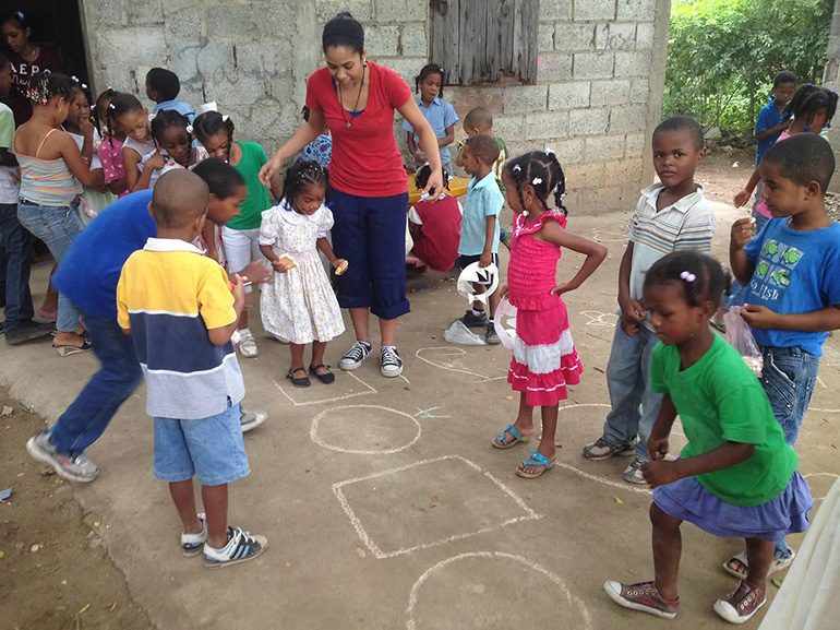 Amor en Accion missionary Janelle Jay leads some educational play with children during a mission trip.