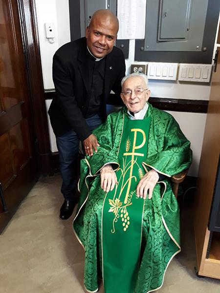 El sacerdote neoyorquino Francis Gaetano (1922-2019) ejerció su ministerio como presbítero durante 71 años en la Sociedad del Apostolado Católico (Padres y Hermanos Palotinos). En la foto con el P. Manoel Santana (Brasil), misionero palotino en Perú desde 2014.