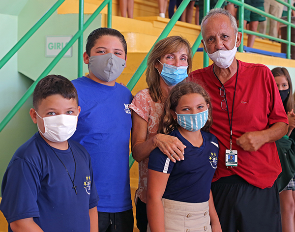 Art Fernandez poses for a photo with his grandchildren, Franco Fernandez, 9, Austin West, 12, and Samantha West, 10, and his wife, Lourdes Fernandez, after receiving the Key to the City of Miami Beach from Mayor Dan Gelber. Fernandez is retiring after 39 years as physical education teacher at St. Patrick School on Miami Beach.