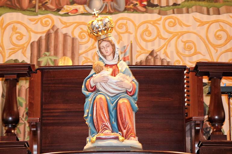 Una imagen de Nuestra Señora de La Leche que honra a María, Patrona de las futuras madres, en la Catedral Basílica de San Agustín.