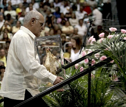 Luis Gutierrez, who smuggled the image of Our Lady of Charity out of Cuba 50 years ago, takes up another image of
