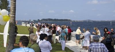 Más de 500 personas se reunieron el pasado Día de las Madres en el Santuario de la Ermita de la Caridad para presenciar la inauguración de su nuevo malecón.