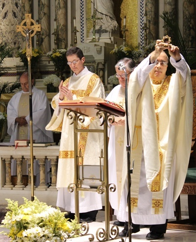 Father Eddy Alvarez blesses the congregation with a relic of St. Ignatius Loyola at the end of the Mass.
