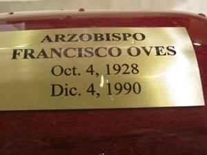 Una urna contiene los restos mortales del arzobispo Francisco Oves, quien descansar� ahora en la catedral de La Habana.