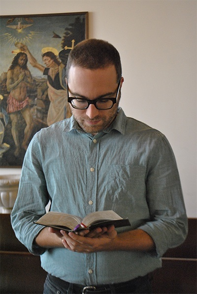 Antonio De Gaetano uses his 1962 missal during Mass. The Latin Mass community provides a missal which follows the liturgy in Latin and provides an English translation, with explanation of the rubrics of the Mass.