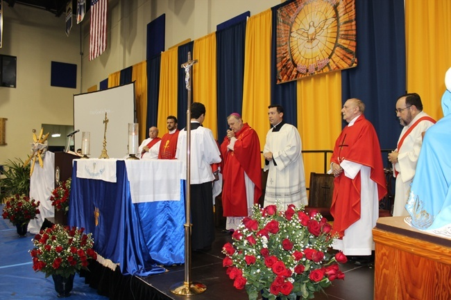Archbishop Thomas Wenski celebrates the first Mass of the school year at Belen Jesuit Preparatory School alongside the Jesuit fathers who staff the school and diocesan priests from neighboring parishes.