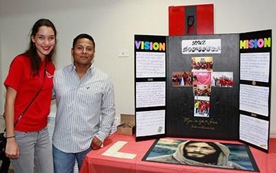 Mariela Pérez  y Alex Rosales integrantes del grupo Luz Dominica, de la parroquia St. Dominic participaron en el primer Congreso Juvenil Lío, en la parroquia St. Louis.