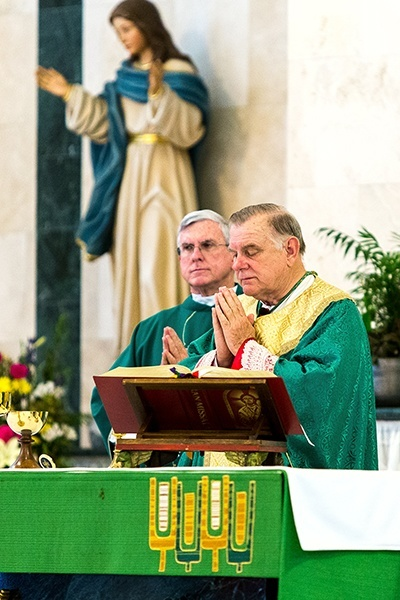 Miami Archbishop Thomas Wenski presides at an Aug. 16 Mass commemorating the 100th anniversary of the death of Pope St. Pius X, held at St. Pius X Parish in Fort Lauderdale. With him is Father Gerald Morris, pastor of St. Pius X Parish.