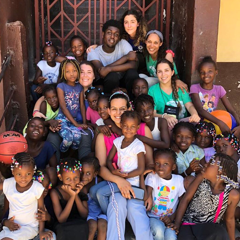 Escort girls in Port-De-Paix
